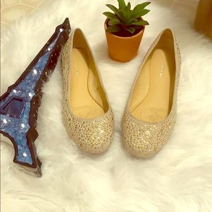 Gianni Bini beige rhinestone flat shoes 🥿